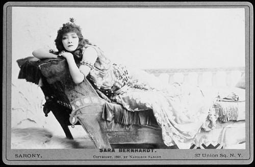 Sarah_Bernhardt_as_Cleopatra_1891.jpeg